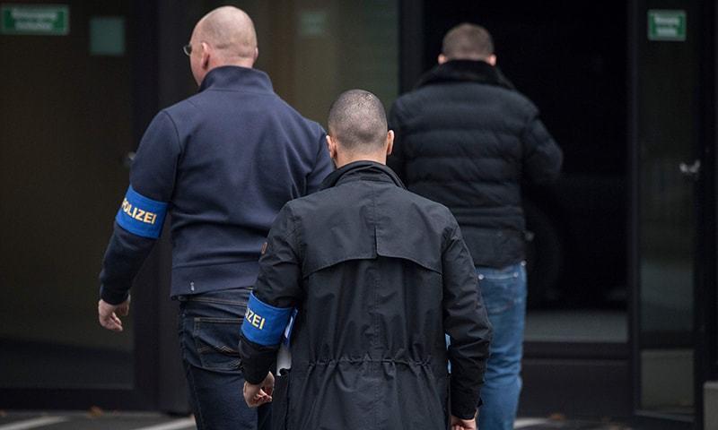 Civilian police investigators enter Deutsche Bank's headquarters in Frankfurt on November 29, 2018. — AFP