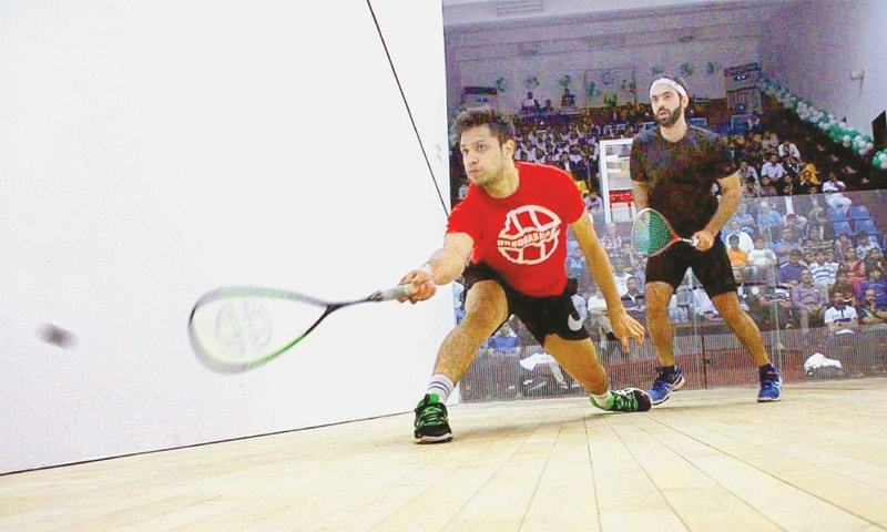 KARACHI: Pakistan's Farhan Mehboob and Asim Khan in action during their semi-final at the CNS Open Squash Championship on Sunday.—APP
