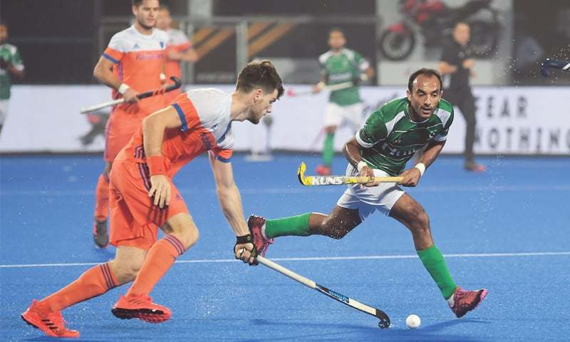 BHUBANESWAR: Pakistan's Umar Bhutta (R) fights for the ball with the Netherlands' Lars Balk during their World Cup Pool 'D' match on Sunday..—AFP