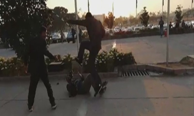 A cameraman is seen kicked by a security guard from Nawaz Sharif's protocol. — DawnNewsTV