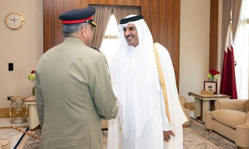 Army Chief Gen Qamar Javed Bajwa is greeted by Qatar's Emir Sheikh Tamim bin Hamad Al-Thani. — Photo: ISPR