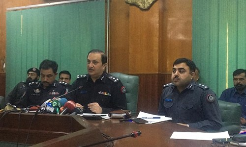 Deputy Inspector General South Javed Alam Odho (C) addresses a press conference in Karachi. — Photo courtesy Imtiaz Ali
