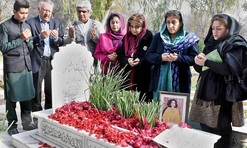 Members of Parveen Shakir Trust offer prayers at the grave of Parveen Shakir in H-8 graveyard. —APP