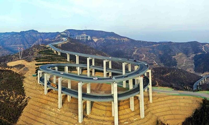 چین کا یہ پل صوبہ شنسی میں تعمیر ہورہا ہے — فوٹو بشکریہ سی جی ٹی این