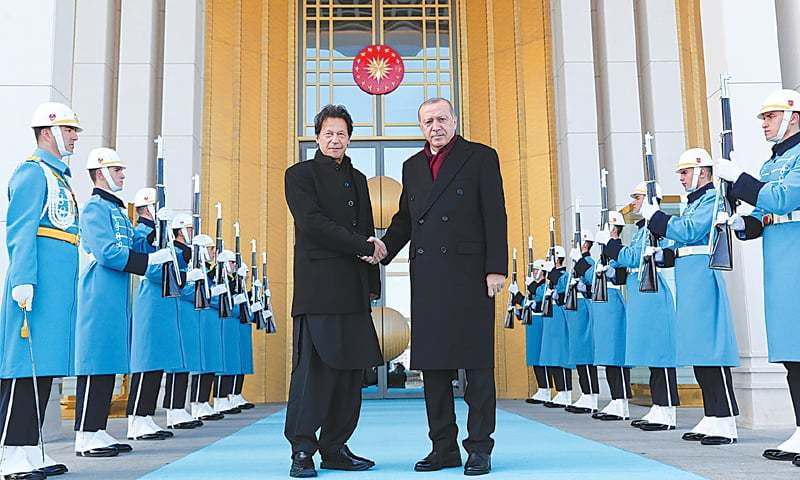 ANKARA: Turkish President Recep Tayyip Erdogan shakes hands with Prime Minister Imran Khan during a welcoming ceremony at the Presidential Palace on Friday.—AP