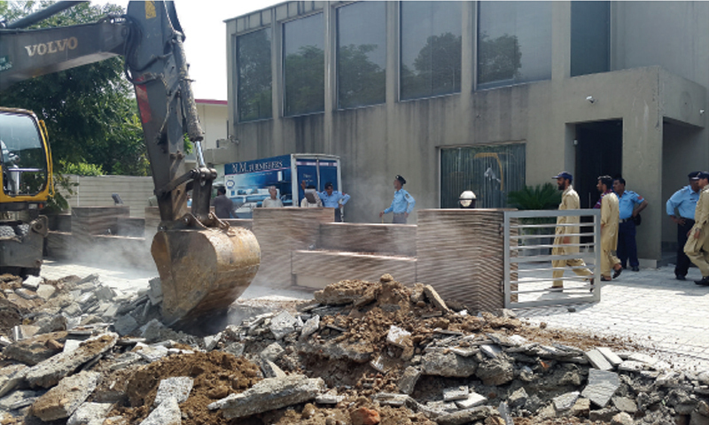 CDA workers carry out anti-encroachment drive in Islamabad. — File photo