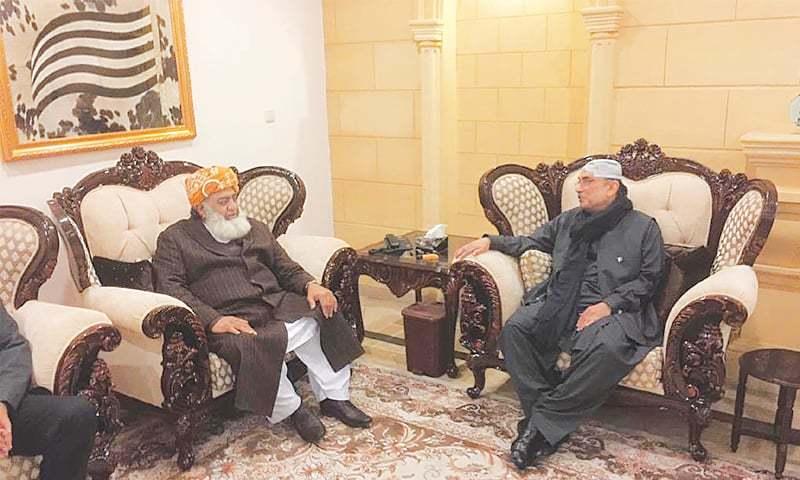 FORMER president Asif Ali Zardari in conversation with Jamiat Ulema-i-Islam-F chief Maulana Fazlur Rehman.—Online