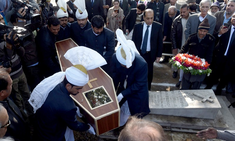 Government officials, colleagues and students bury former British officer and teacher Geoffrey Douglas. —AFP