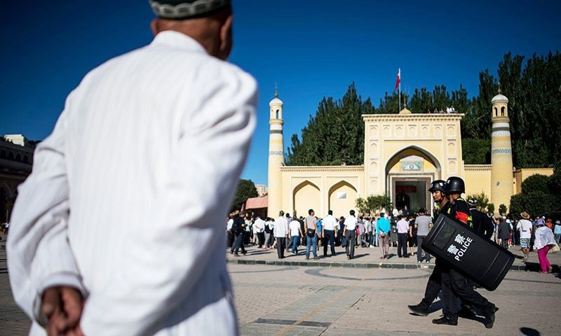 This picture taken on June 26, 2017 shows Muslim men arriving at the Id Kah Mosque for prayers.