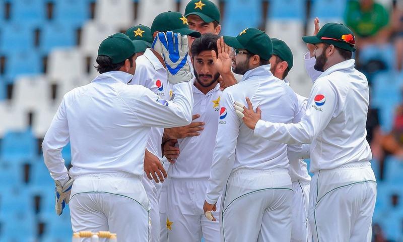 شاہین شاہ آفریدی کی جگہ پاکستانی ٹیم میں حسن علی کی شمولیت کا امکان ہے— فوٹو: اے ایف پی