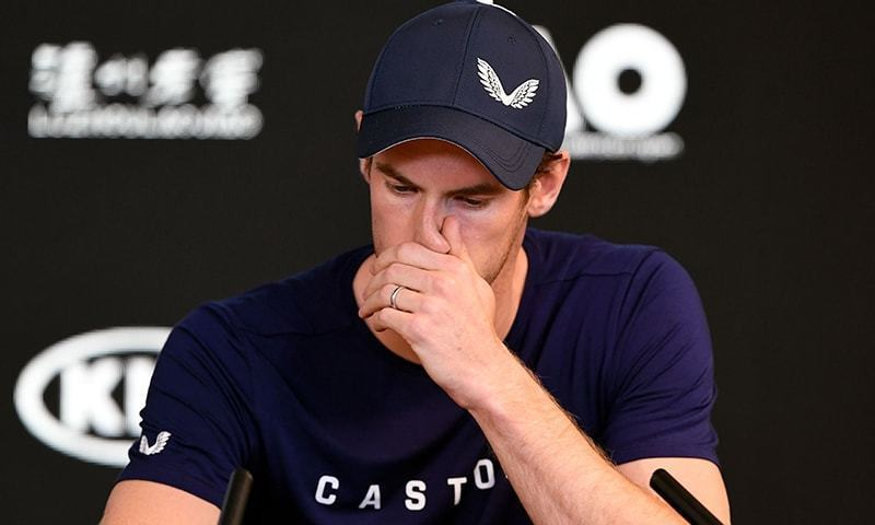 برطانوی ٹینس اسٹار اینڈی مرے میلبرن میں پریس کانفرنس کے دوران ریٹائرمنٹ کا اعلان کرتے ہوئے رو پڑے— فوٹو: اے ایف پی