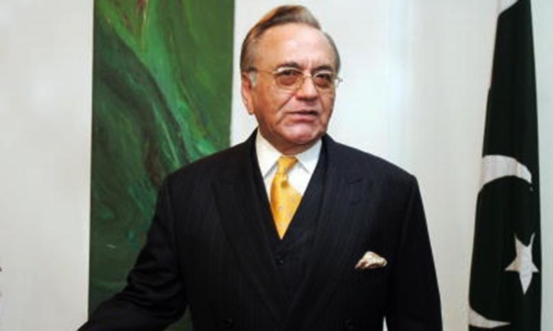 Former foreign minister Khurshid Kasuri writes open letter to incoming CJP, Justice Khosa. ─ File photo