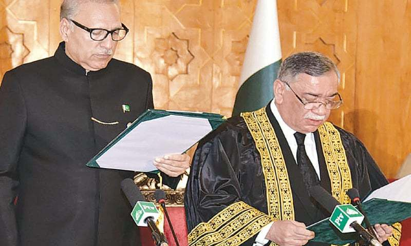 President Dr Arif Alvi administering the oath of office to Justice Asif Saeed Khosa as Chief Justice of Pakistan at Aiwan-i-Sadr on Friday.—White Star