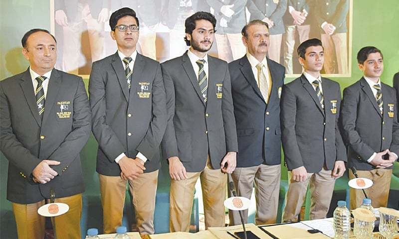 ISLAMABAD: (L to R) PSF secretary Group Capt Tahir Sultan, Farhan Hashmi, Abbas Zeb, PSF senior vice-president Air Marshal Shahid Akhtar Alvi, Haris Qasim and Hamza Khan pose on Tuesday.—Tanveer Shahzad/White Star