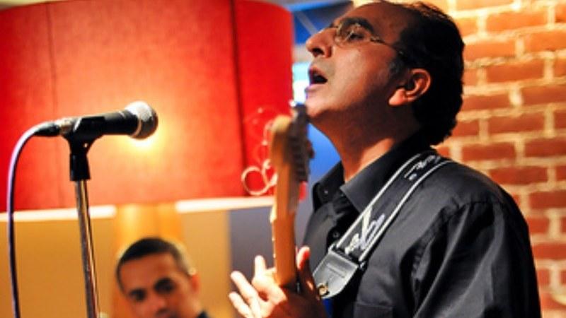Rizwan ul haq vital signs performing live