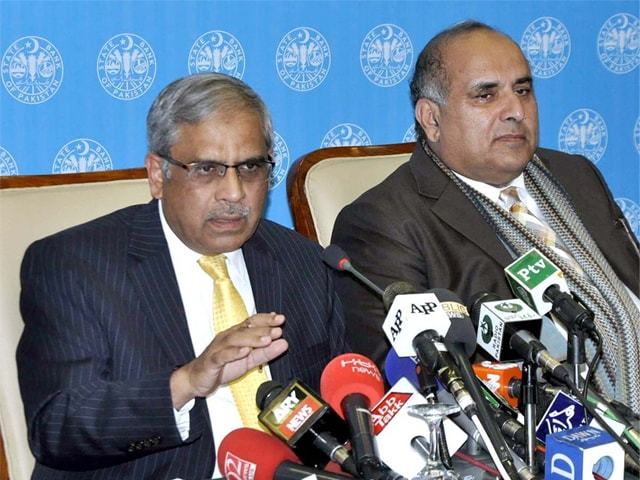 State Bank of Pakistan Governor Tariq Bajwa is addressing a press conference on Thursday.—APP