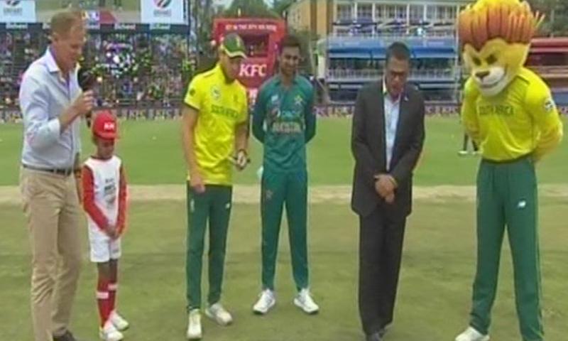 سرفراز احمد کی عدم دستیابی کے باعث کپتانی کرنے والے کھلاڑی شعیب ملک —فوٹو: ڈان نیوز