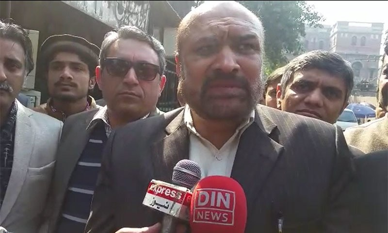 A duty magistrate in Lahore granted <em>Din News</em> TV host Rizwanur Rehman Razi 'Dada' bail on Sunday and ordered his release after he deposits Rs100,000 in bail bonds.  — Photo by author