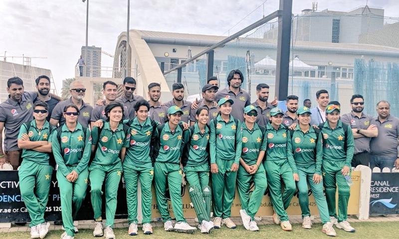 قومی ٹیم کی سلیکٹر نے اسٹیڈیم پہنچنے پر قومی ٹیم کا شکریہ ادا کیا — فوٹو بشکریہ ملتان سلطانز ٹوئٹر اکاؤنٹ