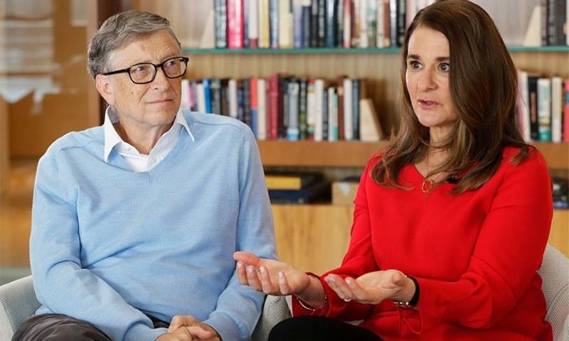 بل گیٹس اپنی اہلیہ ملینڈا گیٹس کے ساتھ — اے پی فوٹو