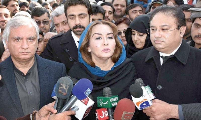 Asma Alamgir and Arbab Alamgir (L) talk to the media. — APP/File