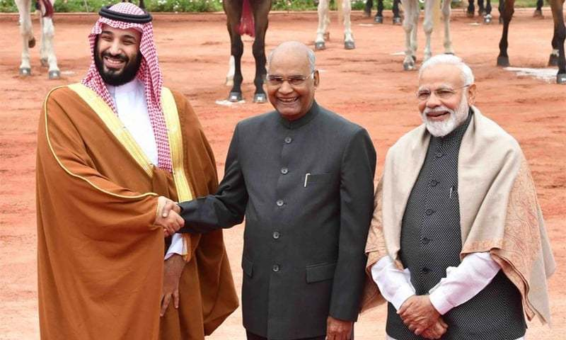 Saudi Crown Prince Mohammad bin Salman shakes hands with Indian President Ram Nath Kovind during a ceremonial reception at the Presidential Palace in New Delhi. Indian Prime Minister Narendra Modi looks on. ─ Photo courtesy President of India Twitter