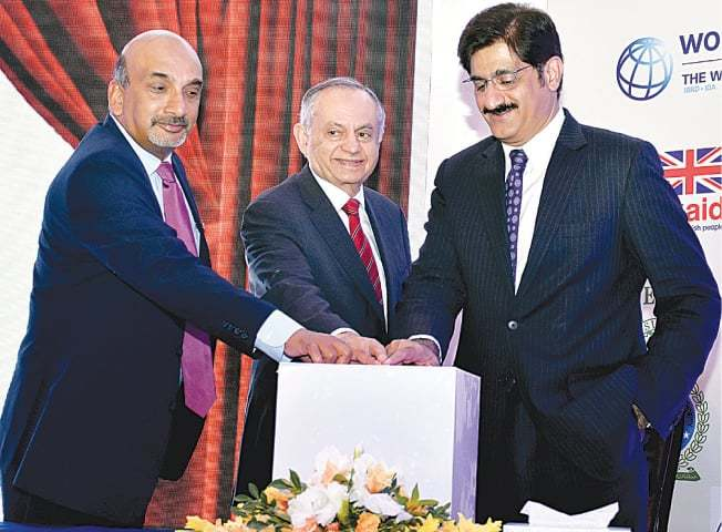 Sindh Chief Minister Syed Murad Ali Shah, Adviser to the Prime Minister Abdul Razzak Dawood and World Bank country director Patchamuthu Illangovan launch the Sindh Business Registration Portal on Wednesday.—APP