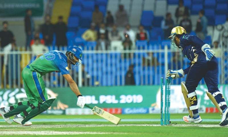 SHARJAH: Sarfraz Ahmed, the Quetta Gladiators wicket-keeper, tries to run out a Multan Sultans batsman during their match on Wednesday.