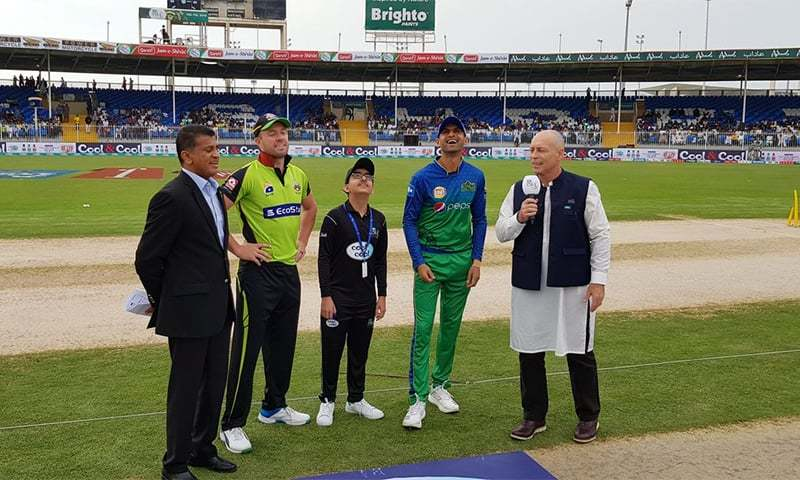 The Lahore Qalandars win the toss and opt to field first. ─ Photo courtesy PSL Twitter