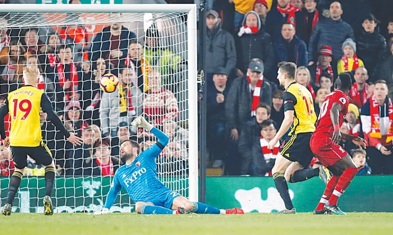 Liverpool and City win to set up duel for EPL title