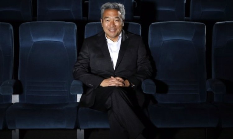 Text messages dating back to 2013 reveal that Kevin Tsujihara promised acting roles in exchange for sexual favours