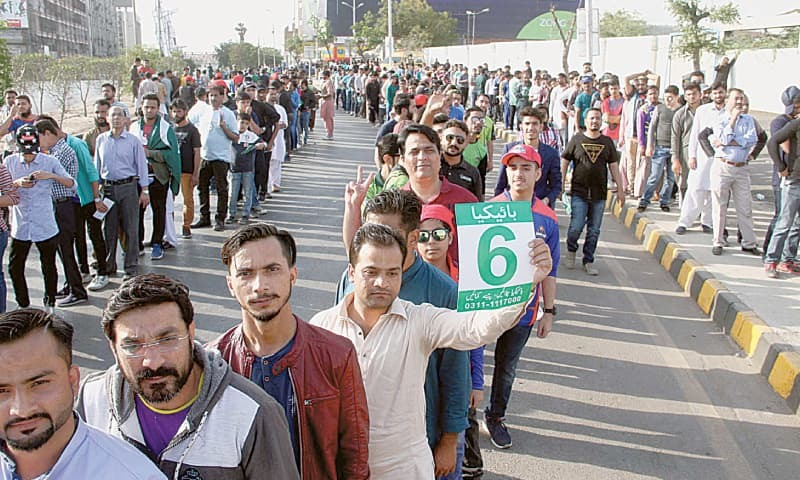 KARACHI: Fans queue up to enter the National Stadium for watching the PSL match between Islamabad United and Lahore Qalandars on Saturday.—PPI