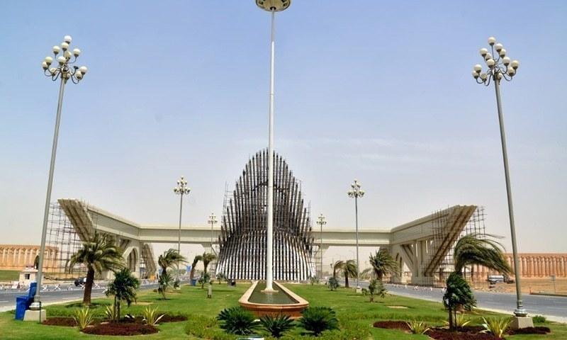 بحریہ ٹاؤن نے کراچی کی 16 ہزار 896 ایکڑ کی زمین کی مد میں رقم کی ادائیگی کی پیش کش کی—فوٹو:فیصل مجیب