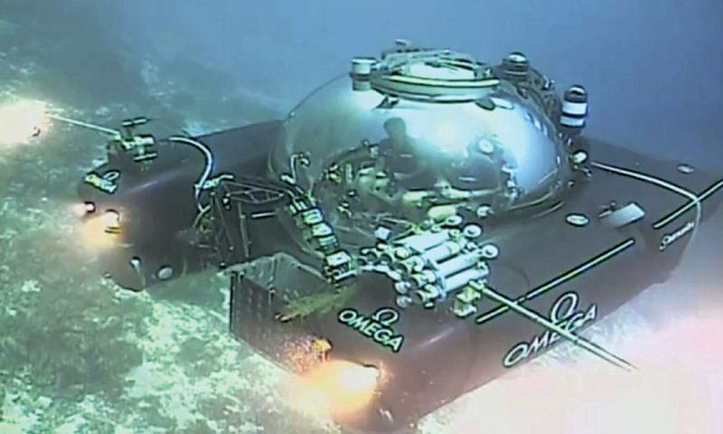 AN image taken from video shows a submersible from a ship during a descent into the Indian Ocean near Seychelles on Tuesday. —AP
