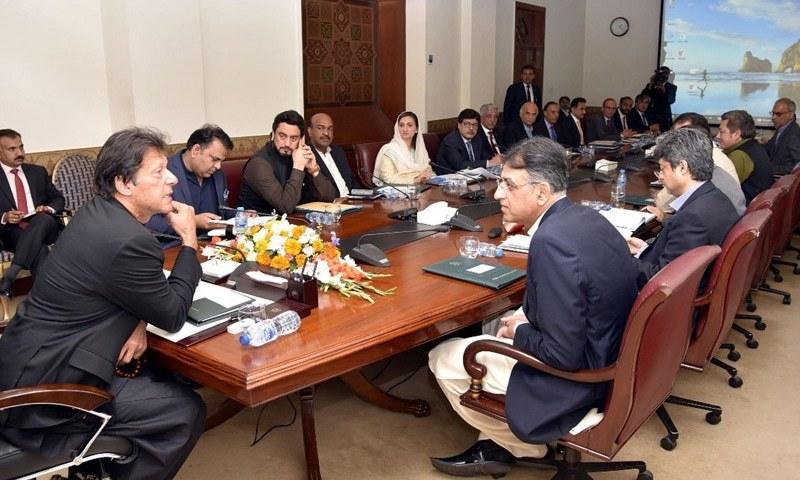 وزیراعظم عمران خان نے منی لانڈرنگ کے حوالے سے اعلیٰ سطح کے اجلاس کی سربراہی کی— فوٹو: پی آئی ڈی