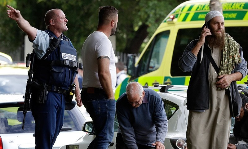 نیوزی لینڈ میں واقعے فوری بعد پولیس جائے وقوع پر پہنچی—فوٹو: اے پی