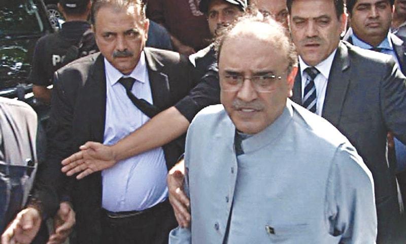 آصف علی زرداری عدالت میں حاضری لگانے کے بعد واپس روانہ ہوگئے—فوٹو: ڈان نیوز