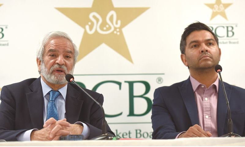 KARACHI: PCB chairman Ehsan Mani, accompanied by board's managing director Wasim Khan, addresses a media conference at the National Stadium on Monday. —Tahir Jamal/White Star