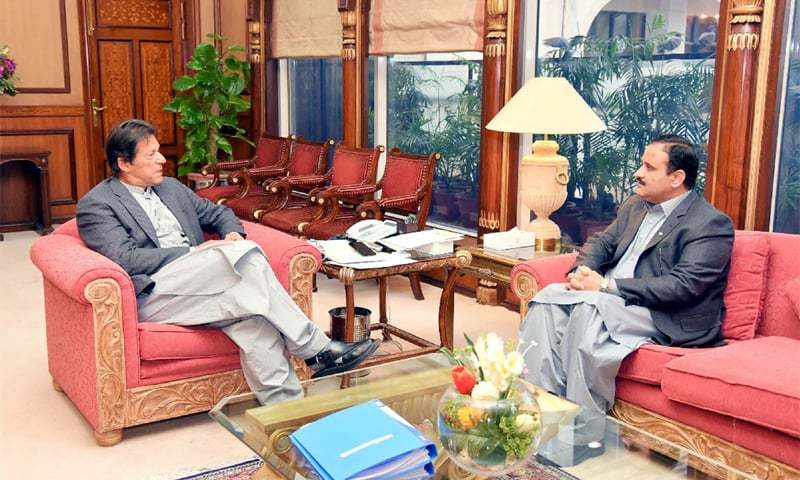 ISLAMABAD: Prime Minister Imran Khan speaks to Punjab Chief Minister Sardar Usman Buzdar who called on him at the PM Office on Monday.—PPI