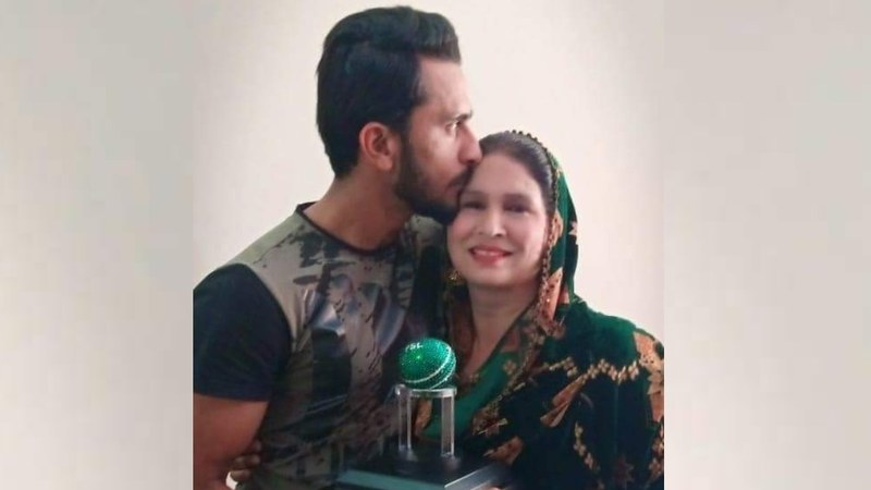 Bowler Hassan Ali dedicates PSL 'best bowler' award to his mother and it's adorable
