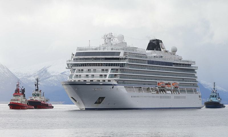 The cruise ship Viking Sky arrives at port off Molde, Norway, on Sunday March 24, 2019, after problems in heavy seas off Norway's western coast. ─ AP
