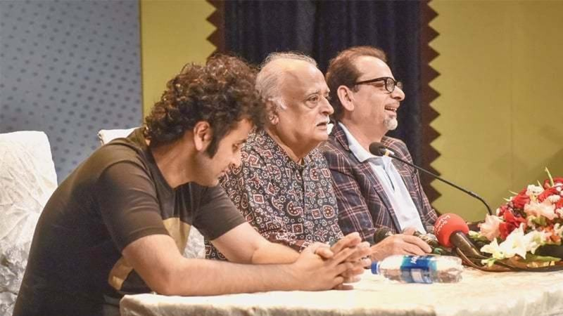 Anwar Maqsood announced his new play in a press conference in Karachi — Photo: White Star