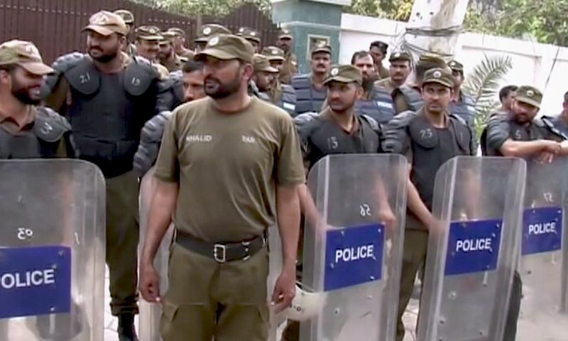 پولیس کی بڑی تعداد نے شہباز شریف کی رہائش گاہ کا محاصرہ کیا—اسکرین شاٹ