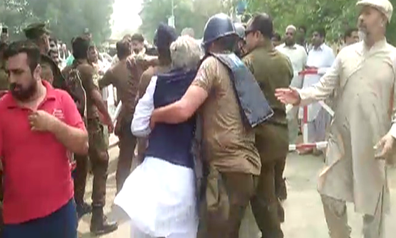 PML-N workers and law enforcement official  clash outside the 96-H Model Town residence. — DawnNewsTV