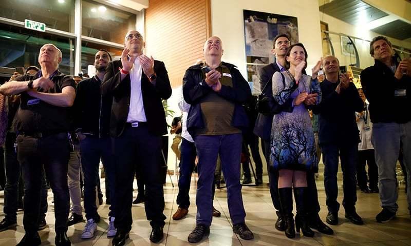 چاند پر لینڈنگ کو اسرائیلی صدر ، وزیراعظم ملاحظہ کررہے تھے اور قومی ٹی وی پر بھی براہِ راست نشر کیا جارہا تھا—تصویر: رائٹرز