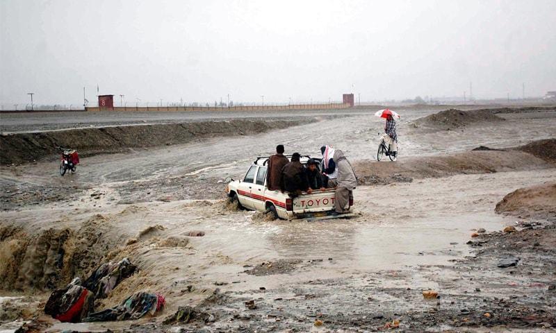 جنوبی وزیرستان میں سیلاب سے 8 اور بلوچستان میں 4 افراد جاں بحق ہوئے — فائل فوٹو: آئی این پی