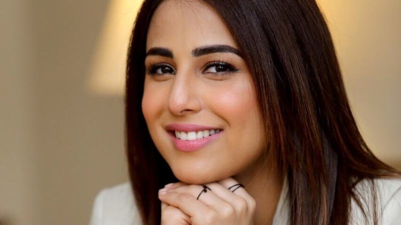 Don't give much thought to awards because it deters my creativity: Ushna Shah on her LSA nomination