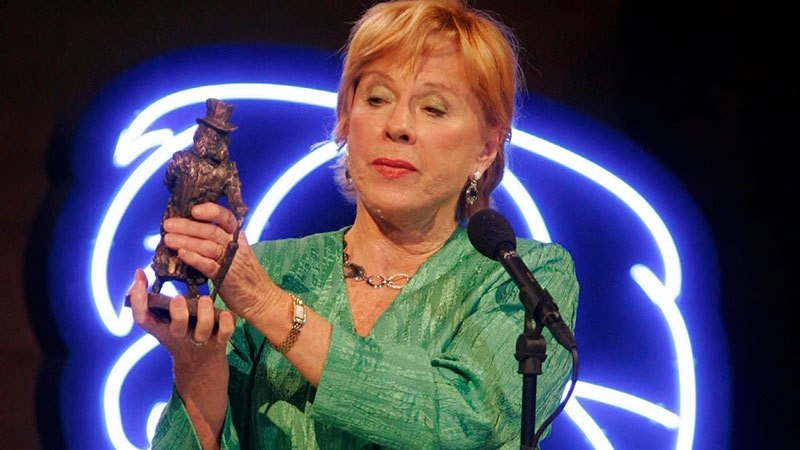In this Jan 14, 2005 file photo, Swedish actor Bibi Andersson receives the Ibsen Centennial Award during a gala celebration in Oslo, marking the centennial of the death of playwright Henrik Ibsen. — AP
