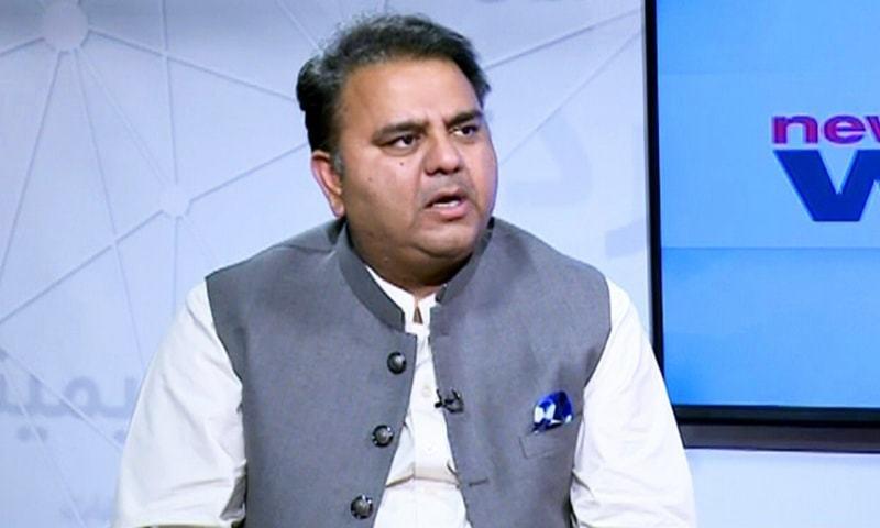 وفاقی وزیراطلاعات نے مشورہ دیا کہ مسلم لیگ (ن) اور پی پی پی کے رہنماوں کومعیشت پر بات نہیں کرنی چاہیے—فوٹو:ڈان نیوز