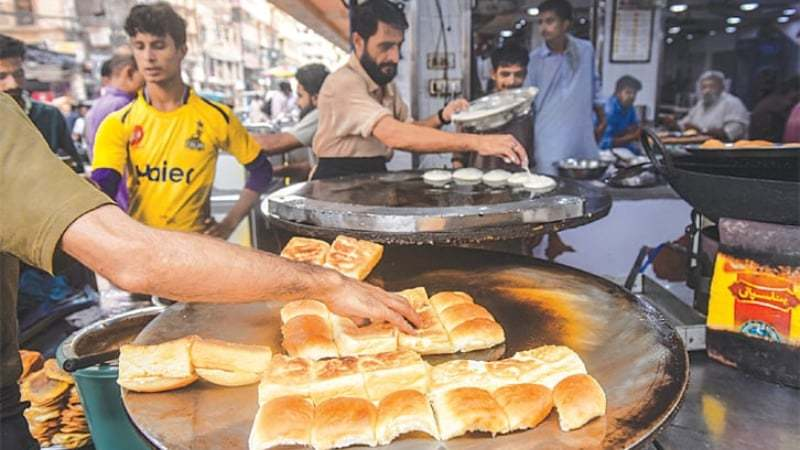We made a trip to Pakistan Chowk to have the best street food in Karachi
